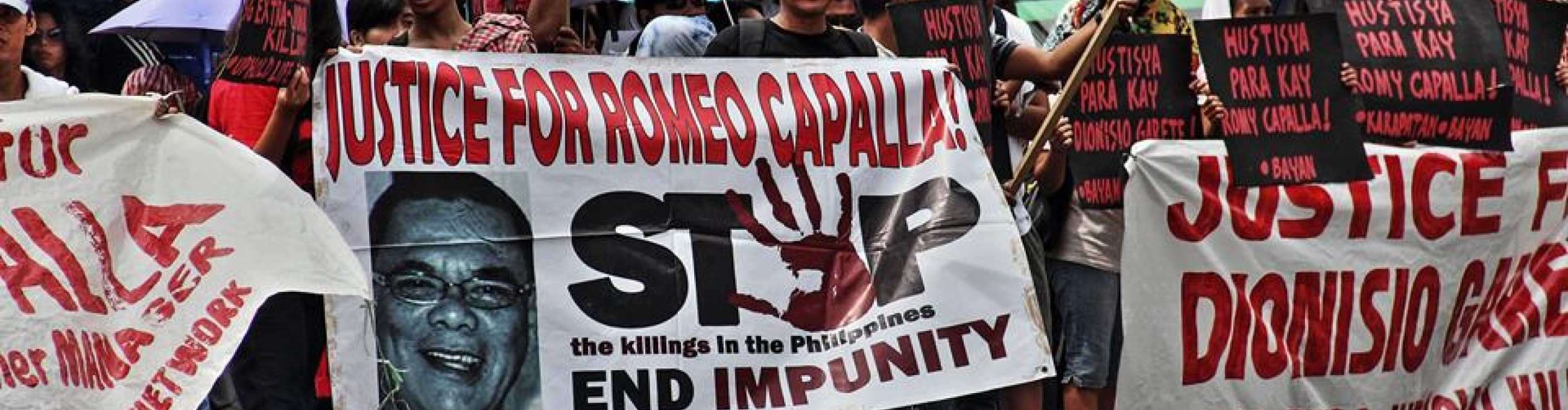 Supporters of Capalla and Garete calling for justice and end to political repression among Panay Fair Traders.   Photo: Karapatan