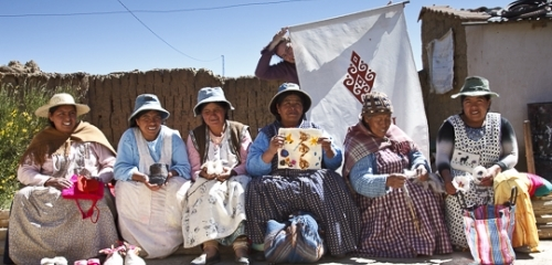 Women producers of Ayni Bolivia, first WFTO guaranteed Bolivian Fair Trade Organisation.  Photo: lobOlmo